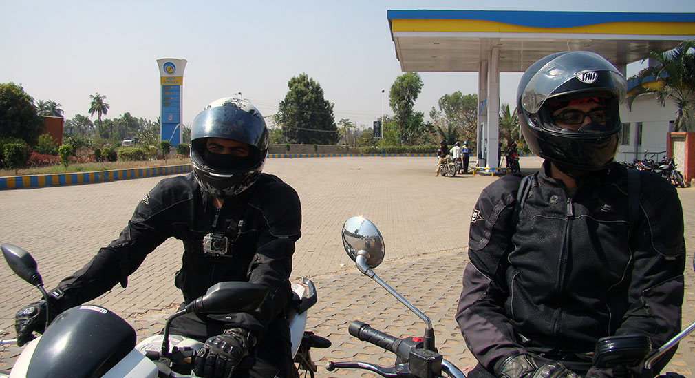 Refuelling_at_Kamat_Petrol_Pump